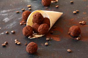 כדורי אנרגיה עם קפה ושוקולד