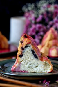 עוגת רושם עם מעט פחמימות והרבה אוכמניות