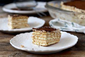 עוגת ביסקוויטים טירמיסו שמכינים בעשר דקות