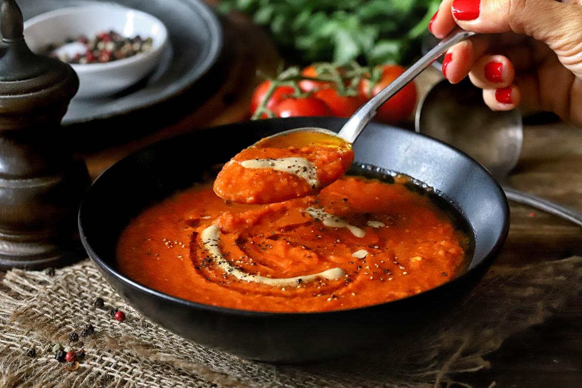 גספצ'יו חם - מרק עגבניות ופלפלים קלויים
